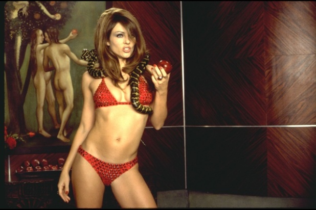 elizabeth_hurley_bedazzled_hq_capture_AfOkoAF.sized